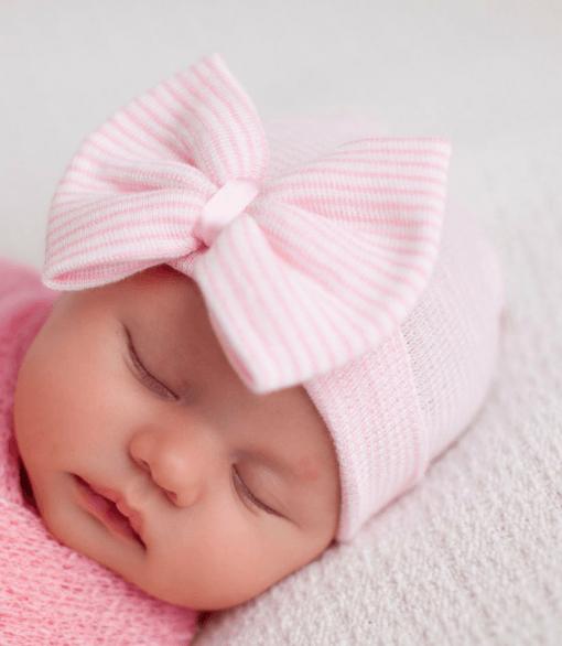 Geboortemutsje met strik